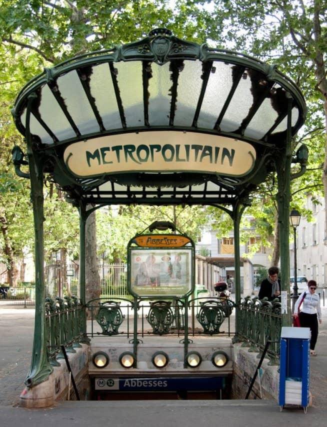 Entrada al metro de Paris, diseñadas por Héctor Guimard.