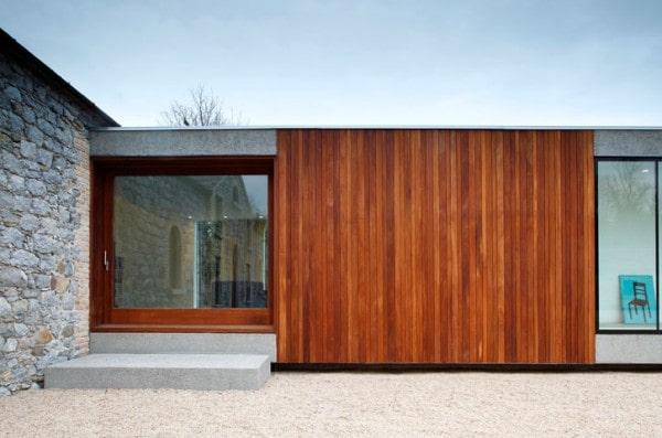 Los recubrimientos de madera dan personalidad y estilo a las fachadas.