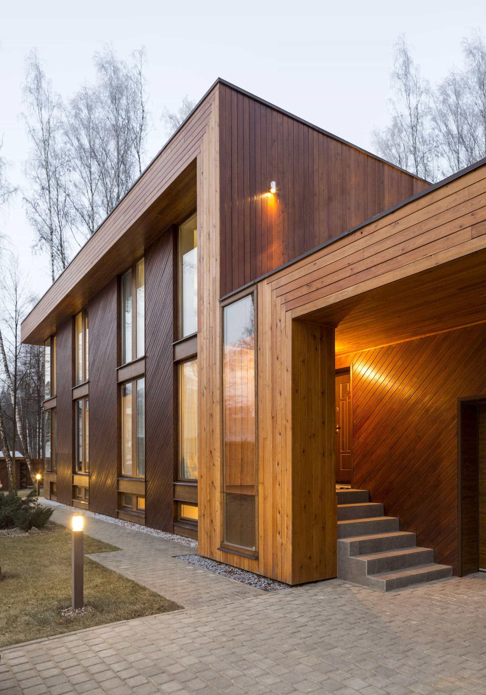 Fachada moderna minimalista con acabados en madera.