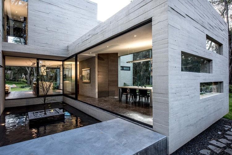 Fachada de concreto aparente.