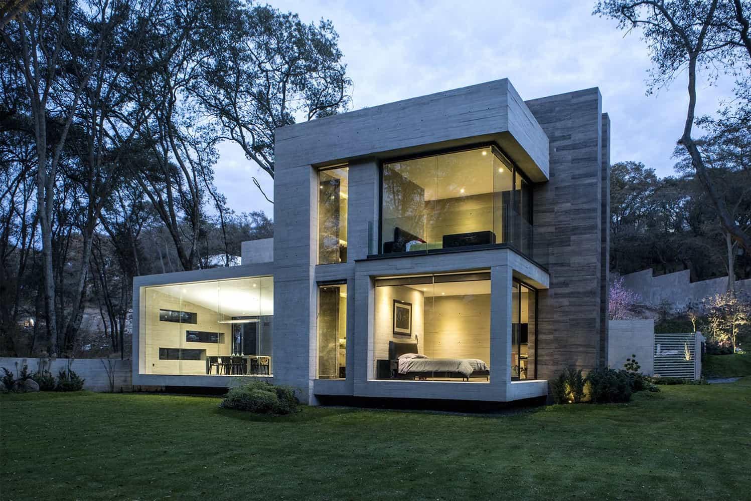 Acabados en fachada de concreto y piedra.