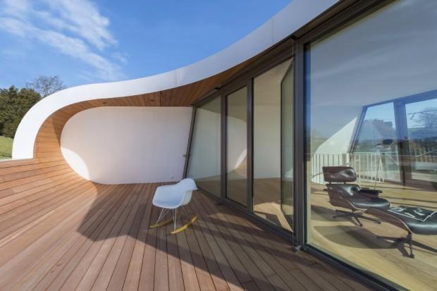 Terraza de descanso de la casa futurista Flexhouse.