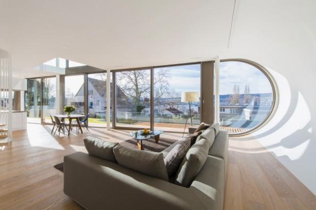 Interior de formas curvas de la casa futurista Flexhouse. Fachadas modernas.