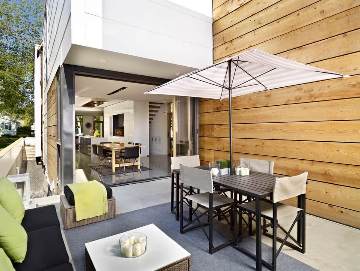 Terraza moderna con un predominio de líneas rectas.