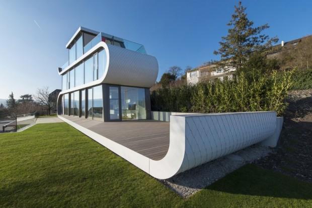 Terraza y fachada de la casa futurista Flexhouse.