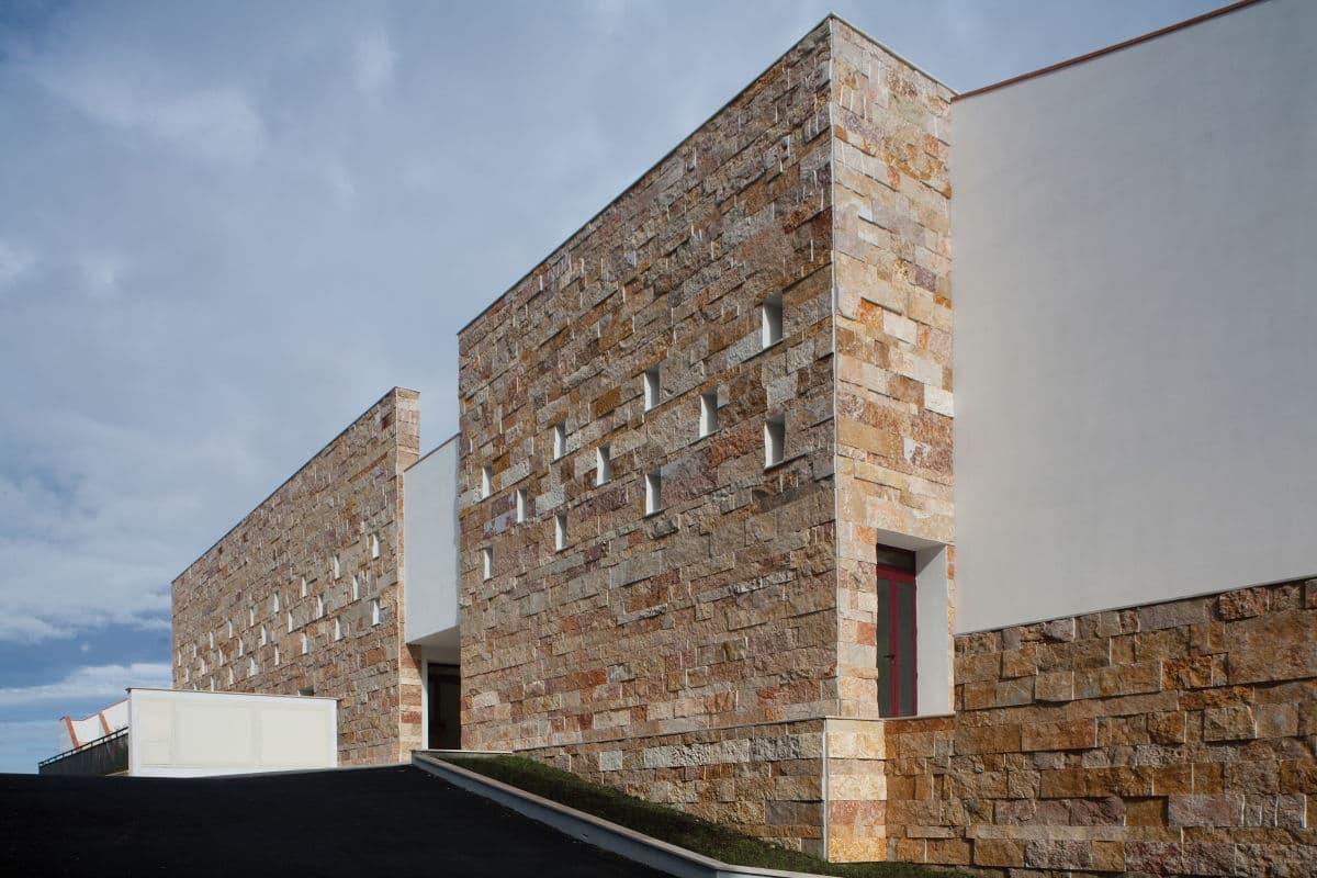 Fachadas de piedra modernas.