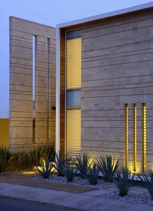 Fachadas minimalistas modernas con acabados en piedra.