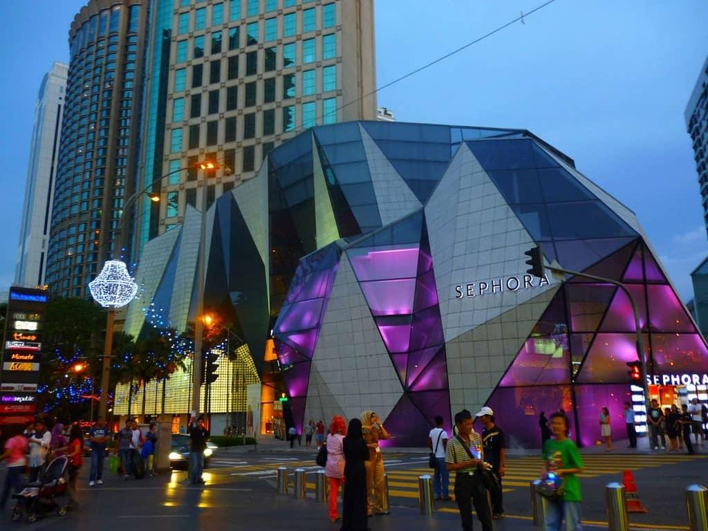 El centro comercial Starhill Gallery es una de las mejores expresiones de las fachadas modernas.