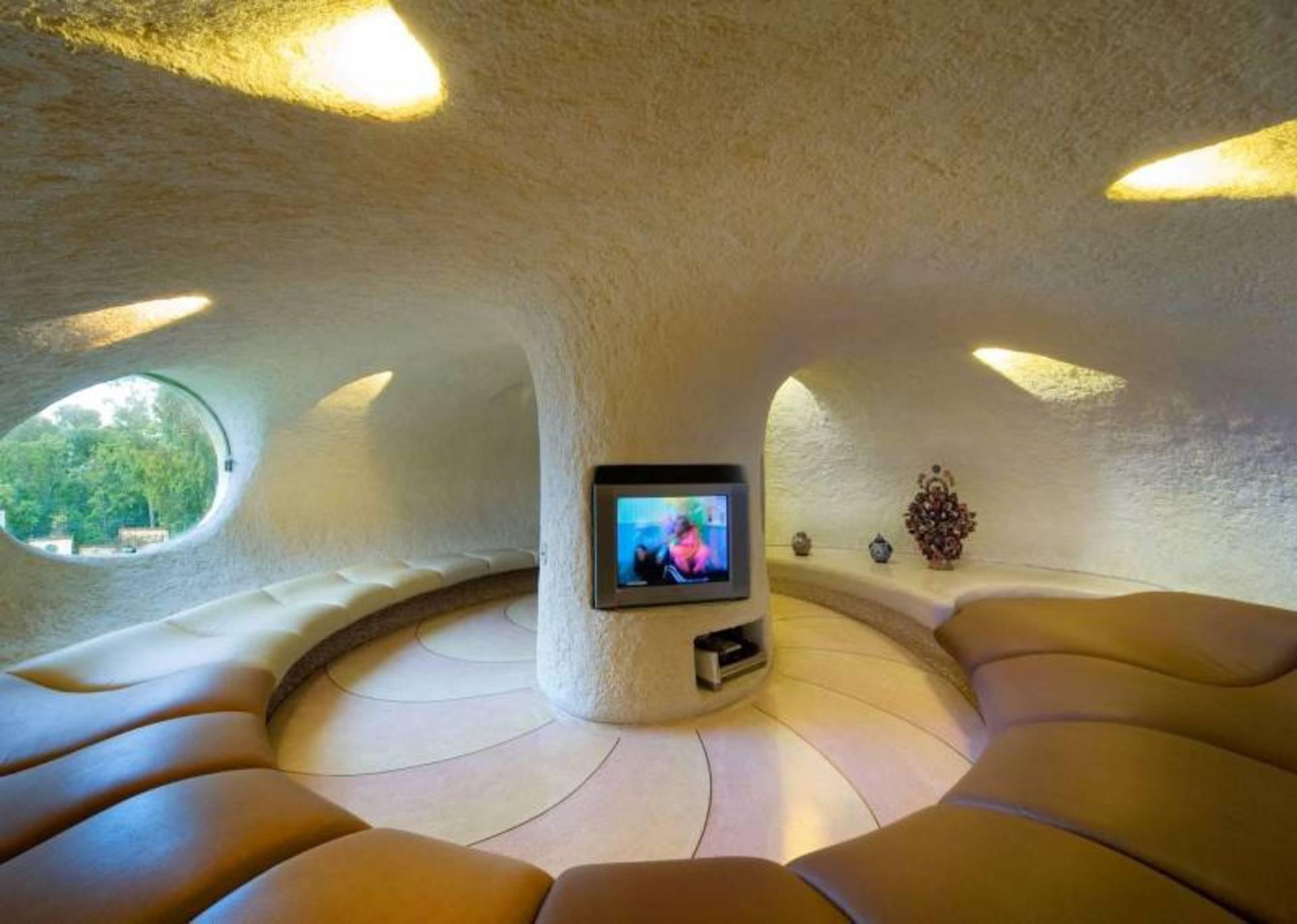 El espacio interior de la casa Nautilus es amplio y bien iluminado.
