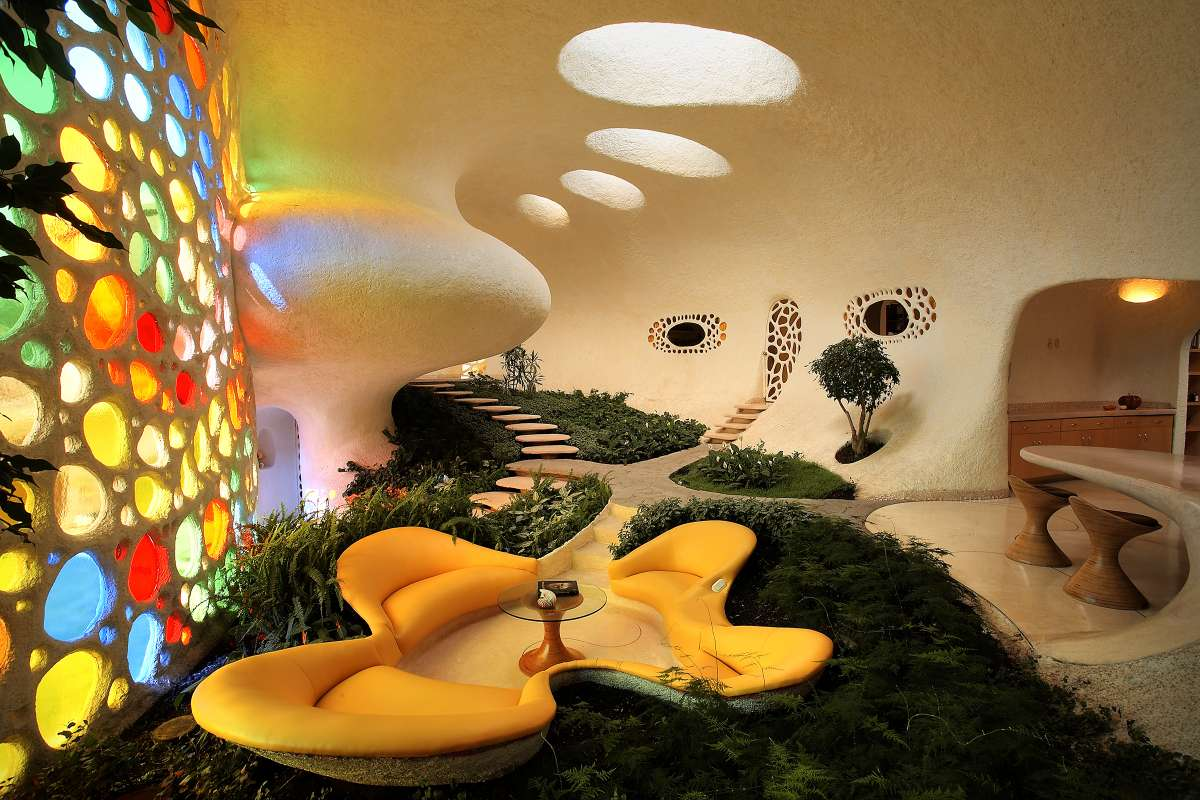 La sala es un hermoso jardín interior en la casa Nautilus.