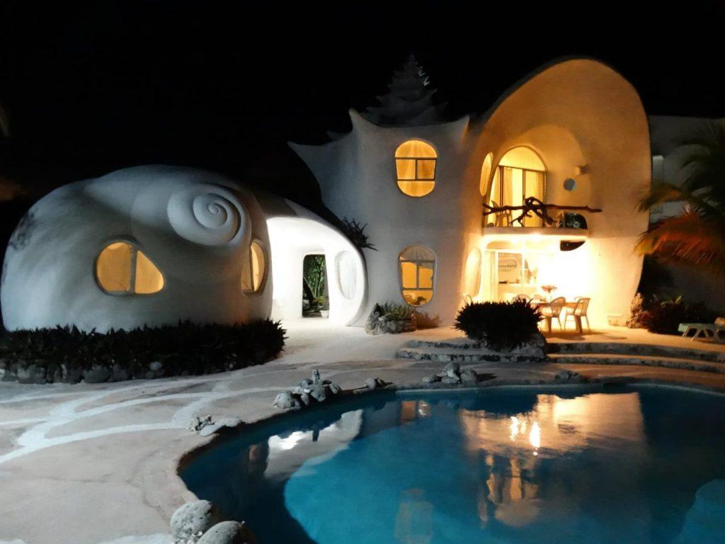 La arquitectura orgánica de la casa Caracol es muy atractiva.