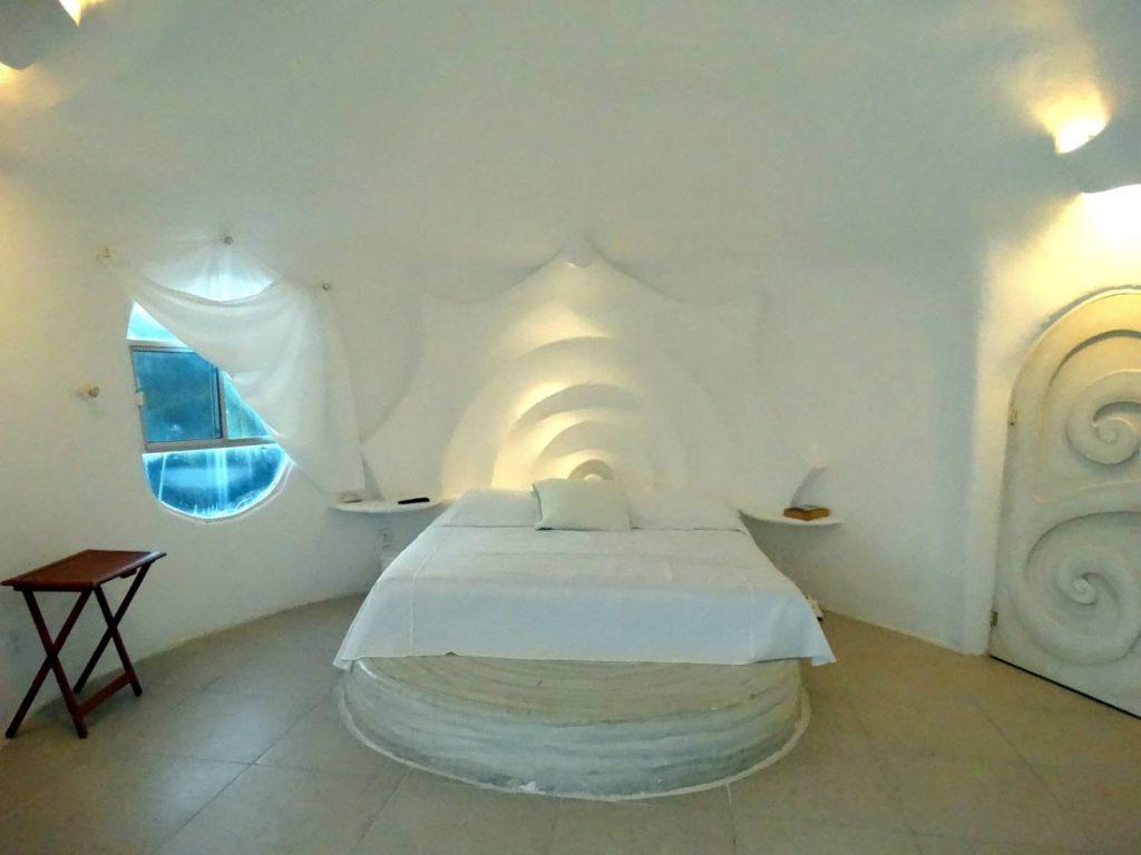 Los interiores de la casa Caracol son sencillos y cómodos.