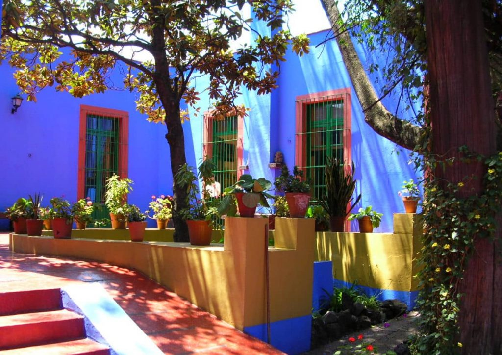 Los muros Azul Cobalto le dan su nombre.