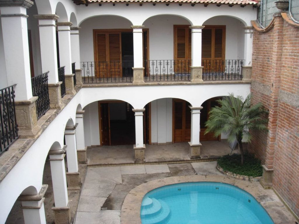 Patio central en una casa colonial.