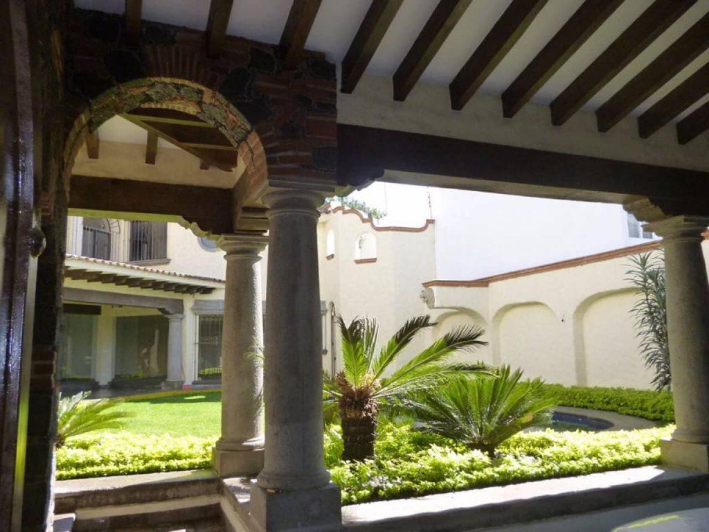 Columnas que sostienen la losa de la terraza.