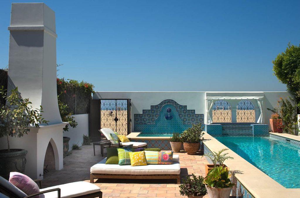 Los patios se adaptan como terrazas con alberca y asadores.